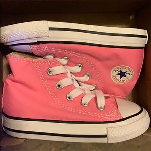 BRAND NEW Pink infant Converse size 6